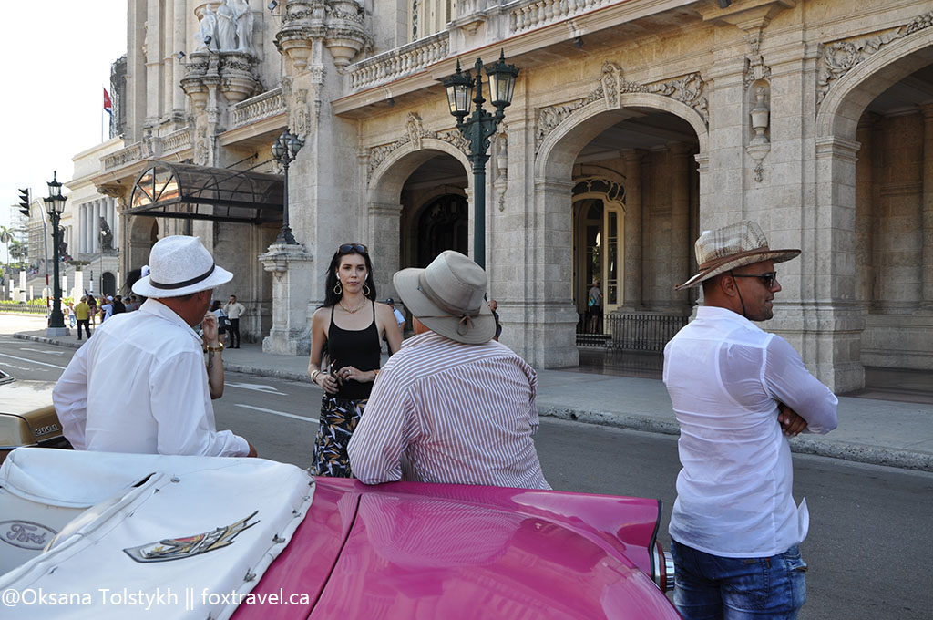 В ожидании туристов поблизости от Капитолия, Гавана. Waiting tourists